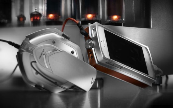 V-MODA VAMP VERZA - World's First Hi-Fi Amp, DAC, Battery